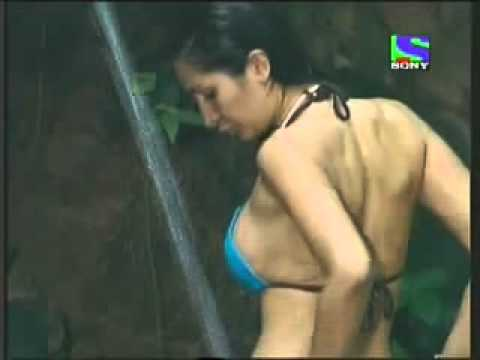 Sexy Indian girl taking bath in a stream..really really hot ..malayali