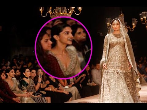 Deepika Padukone is Literally Awestruck by Kareena Kapoor Khan at the Lakme Fashion Week 2016