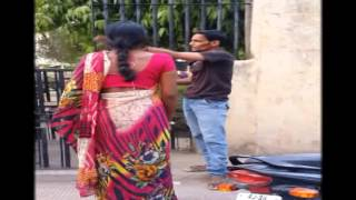 husband wife fight on road