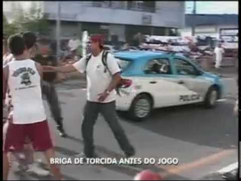 Torcida rival espanca torcedor que dava entrevista para equipe da Record.