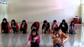 5 Minutes of Cool Dance Moves by Xin Zhong Secondary Students
