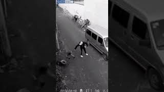 girl fights with robber 2017