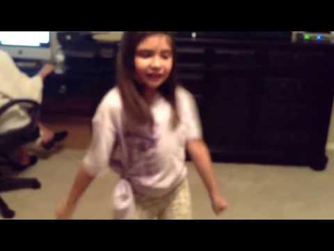 Mini Shakira dancing