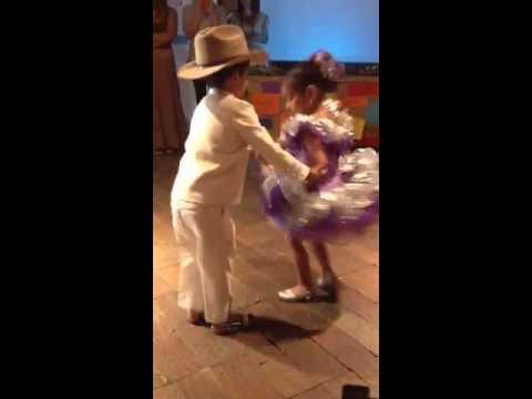 Niños bailando espectaculares