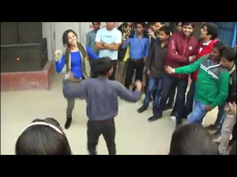 Girl dancing on the road with a Little Boy | viral video | sabsetejnews