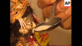 HONG KONG : HINDU MIRACLE : MILK OFFERING TO STATUES IN TEMPLE
