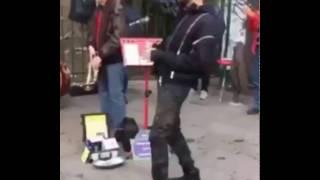بالفيديو سعد المجرد عاشق الفن يرقص بالشارع وسط باريس و لم ينسيه السجن مرحه الفني