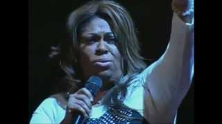 Kim Burrell - I Look To You (A MUST SEE)