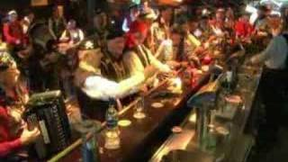 Piratenkoor de Stormvogels - TV Oranje Clip