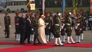 Pope lands in Bangladesh after contentious Myanmar visit (2)