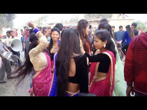 bend baaja tharu dance