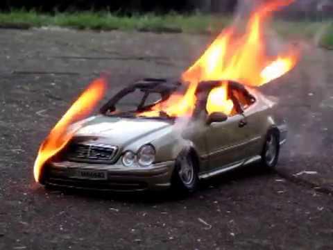 Mercedes CLK brennt