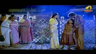 Vijayashanthi rescues a young girl from drunkards - Mondi Mogudu Penki Pellam Scenes
