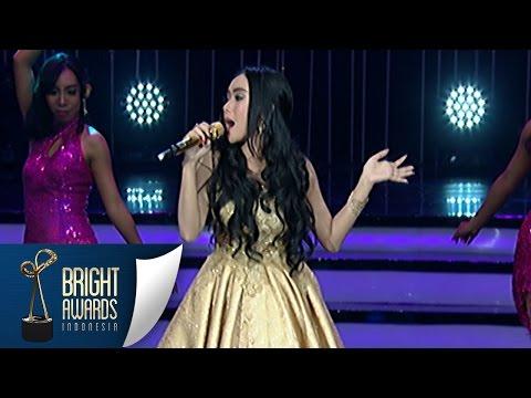 Cantiknya Cita Citata Nyanyi 'Aku Mah Apa Atuh' Bright Awards 8 Mar 2016