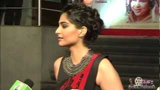 Sonam Kapoor Displaying HOT Curves in Saree