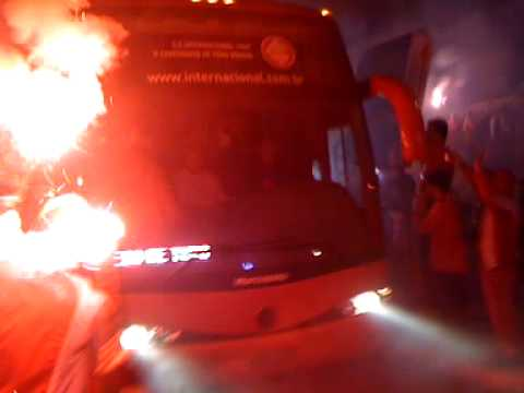 Ruas de fogo Chegada do Inter no Beira rio