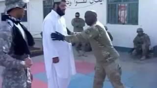 مضاربة باكستاني وعسكري امريكي