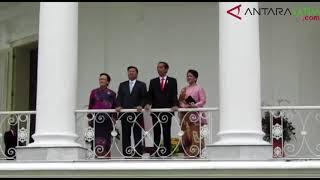 Jokowi Berbincang dengan PM laos di Istana Negara