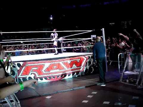 WWE RAW São Paulo CM Punk Entrada e Chris Jericho chutando bandeira do Brasil