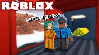 ESCAPED CRIMINAL ROBS NEW TRAIN! - Roblox Jailbreak Roleplay