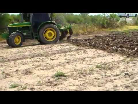 AGRI ACCIÓN. SUBSUELEAR CON 3 PICOS TRACTOR JOHN DEERE EN ALUVIÓN.