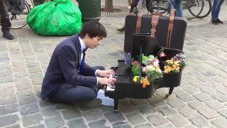 The Eagles, Hotel California (SMALLEST PIANO in the world) - Newton Lawrence, Busking in Brussels