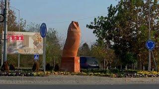 """غضب في مدينة صربية من """"تمثال البومة"""".. الذي لا يشبه البومة …"""