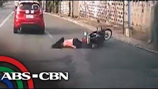 TV Patrol: Babae sumemplang sa motorsiklo dahil sa bola