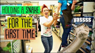 HOLDING A SNAKE FOR THE FIRST TIME! Shopping at Petco | Also, I NEED a BEARDED DRAGON!