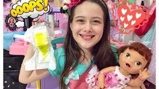 CUIDANDO DA BABY ALIVE JESSIE - Julia Silva