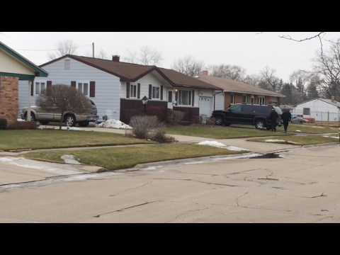 watch Scene where police investigate possible homicide at 2720 West Auburn in Saginaw