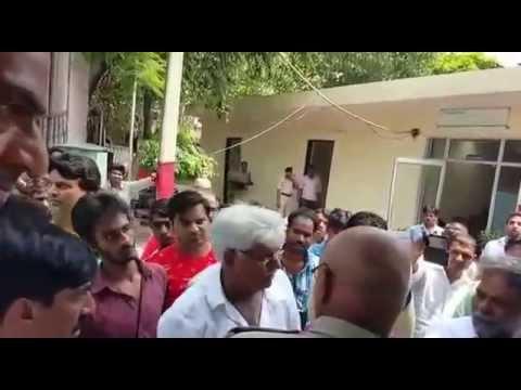 www.okhlatimes.com: Ex-Okhla Asif Md Khan at police station