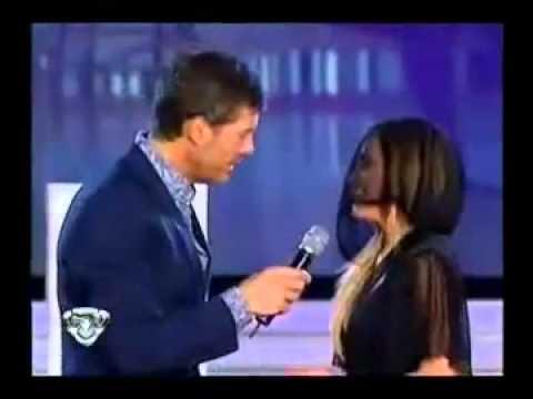 Marcelo Tinelli le robó besos a Belén Francese