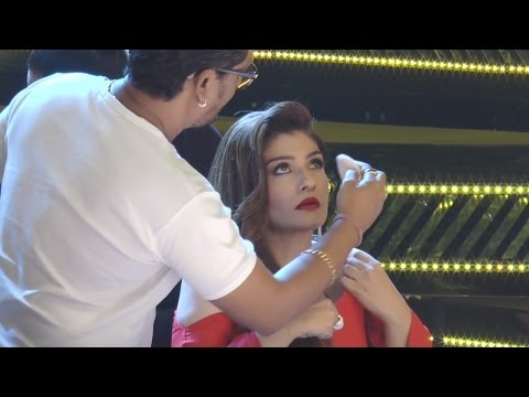 Raveena Tandon Embarrassing Moment In Front Of Makeup man | DRESS SLIPS