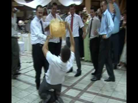 Cool Ethnic Albanian Dance in a wedding. Vallja e Osman Takes ne nje dasem shqiptare.