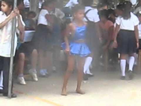 talento jalapense niña bailando palo de mayo como toda una profesional