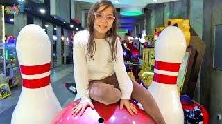 Bowling Oyunu Oynadık Sizce Kim Yendi ? - Eğlenceli Çocuk Videosu - Funny Kids Videos