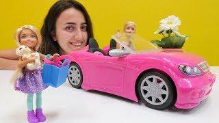 Kız oyuncakları. Barbie ve Steffi kreşe hazırlanıyorlar.