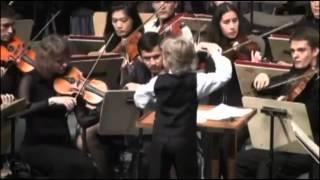 Cậu bé 7 tuổi làm nhạc trưởng thật tuyệt vời