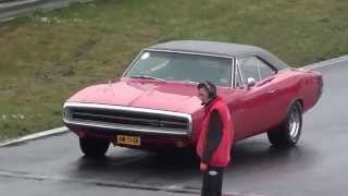 Two 1970 Dodge Charger dragracing American Sunday 2014. Dodge Charger crash.