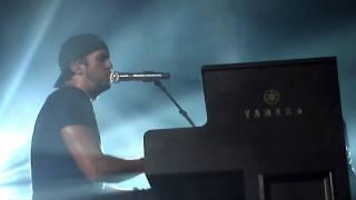 Luke Bryan- Live Piano Medley (Boyfriend, Easy, Someone Like You, Do I)