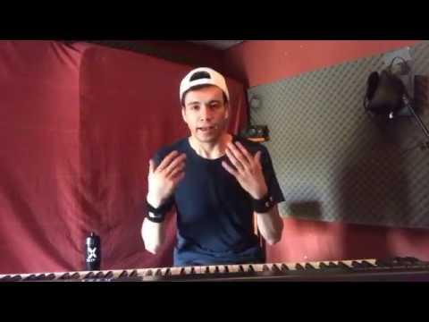 Raymix explica cómo compone su música :)