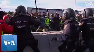 Spain: Striking taxi drivers clash with police in Madrid