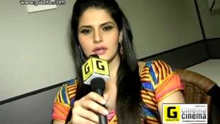 Zareen Khan on Naan Rajavaga Pogiren Item song