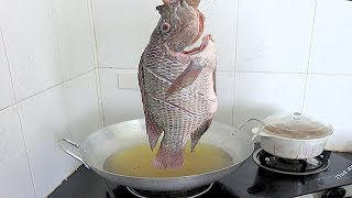 How to Make Crispy Golden Fish w/ Hot Rice and Special Fish Sauce - Street Food