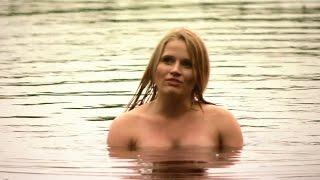 Blondynka – Dama w kąpieli – scena z odc. 56