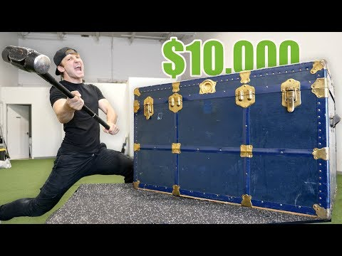 BREAKING INTO A 10 000 GIANT MYSTERY CHEST Buying 10 000 Lost Luggage Mystery Auction