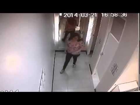 Cámara de video capta a ladronas en probador de damas