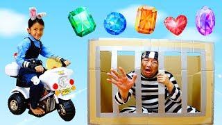 変装を見破って逮捕しろ!まーちゃん巡査白バイで出動!警察官と宝石ドロボウhimawari-CH
