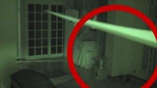 وضع كاميرا في بيت ادعى أصدقاءه أنه مسكون بالجن..فكانت المفاجأة صادمة +18